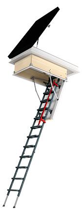 trappe d'accès au toit et échelle de grenier