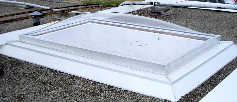 installation de lanterneau avec dôme en acrylique & cadre en aluminium NFFCMDDCC